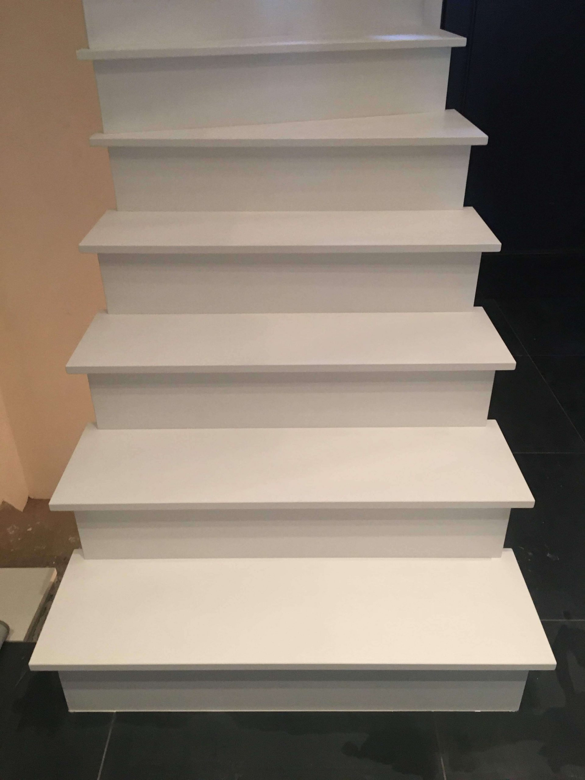 white-stairs-vertical-fgmsprl-frameries